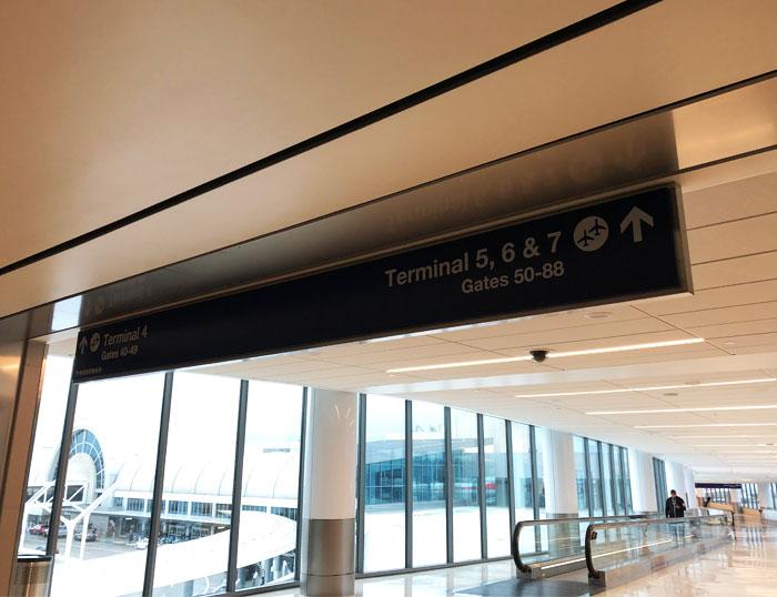 LAX ターミナル4からTBIT