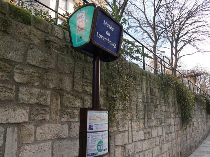 パリ バス停