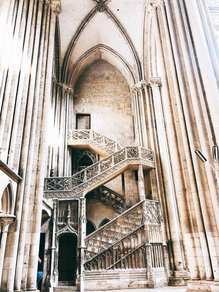 Escalier des Libraires dans le croisillon