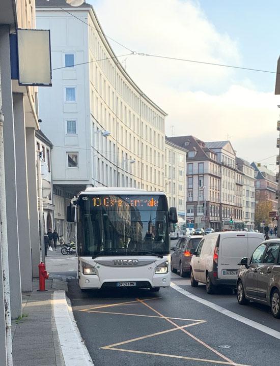 バス 10番線
