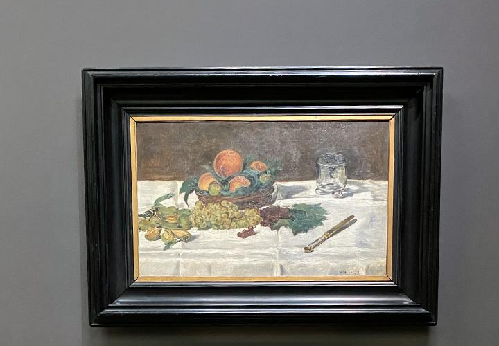 Nature morte : fruits sur une table