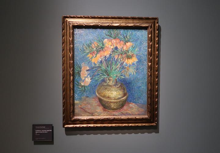 Fritillaires, couronne impériale dans un vase de cuivre